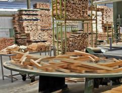 Realizzazione di elementi semilavorati per l'industria del legno
